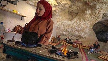 زندگی متفاوت و عجیب خانواده فلسطینی در غار + تصاویر