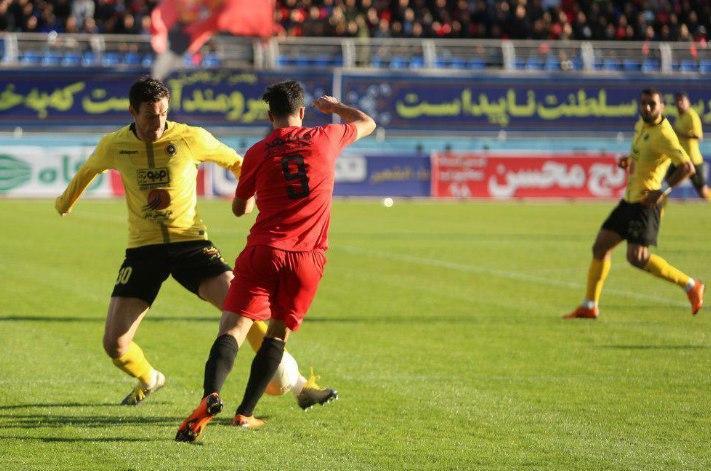 هفته بیست و نهم لیگ برتر/ رقابت استقلال و پرسپولیس با فانوس به دستها