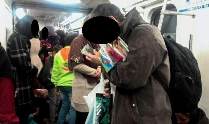 جولان فروشندگان مرد در واگنهای مترو بانوان/ متولی برخورد با مزاحمان نوامیس زیرزمینی کیست؟
