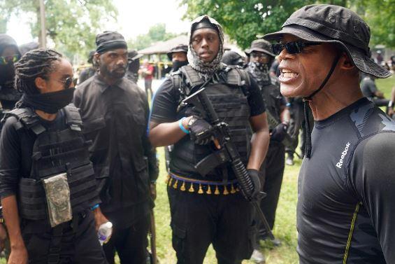 راهپیمایی ضدنژادپرستی یک گروه مسلح در کنتاکی+ تصاویر