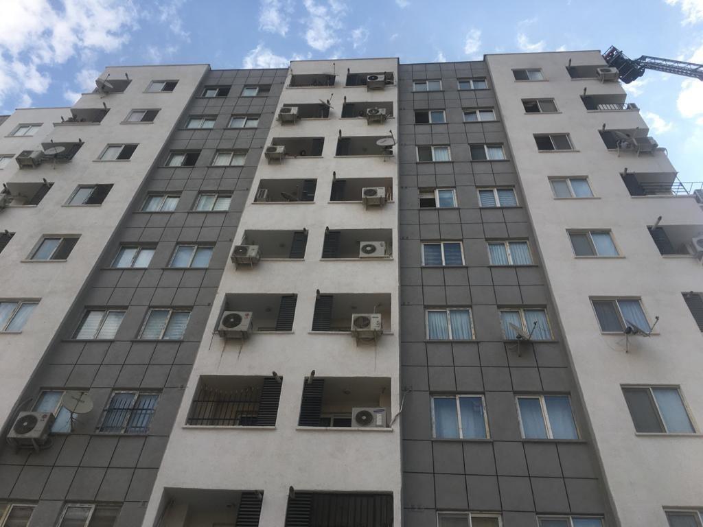 آتش سوزی یک مجتمع مسکونی ۱۰ طبقه در شهرک شهید بهشتی + تصاویر