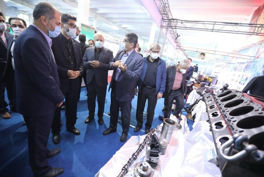 بازدید مدیر عامل ایرانخودرو از نمایشگاه نهضت قطعه سازی وزارت دفاع