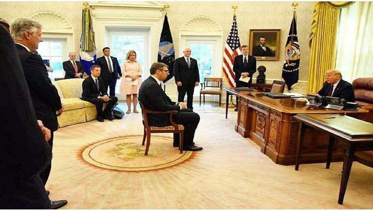رفتار نرمال کشورها از دیدگاه آمریکاییها/ تحقیر و غافلگیری رئیسجمهور صربستان در واشنگتن