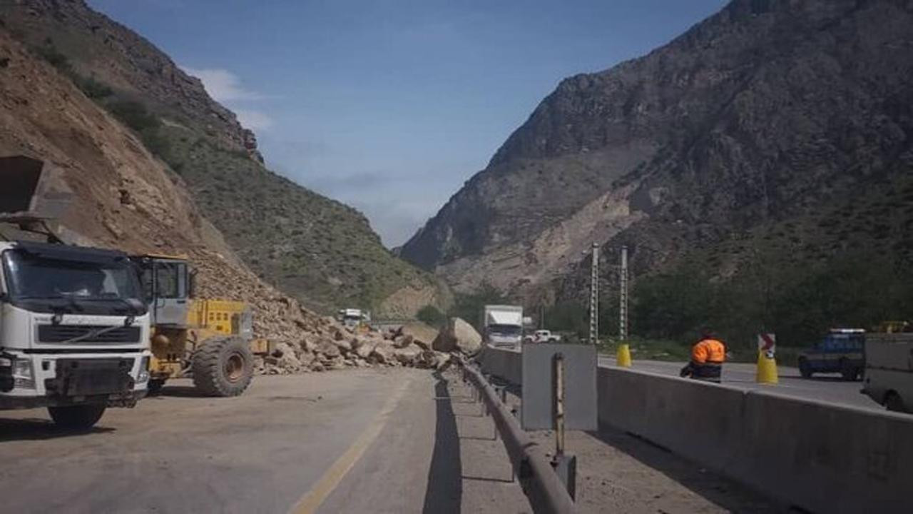مسیرهای مسدود شده در مناطق زلزله زده رامیان