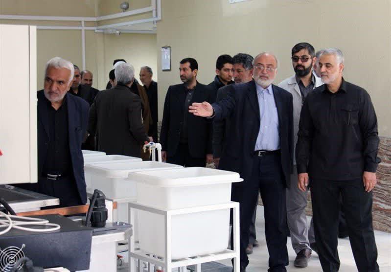 هدیه متبرکی که «حاجقاسم» از کرمان برای رهبر انقلاب برد