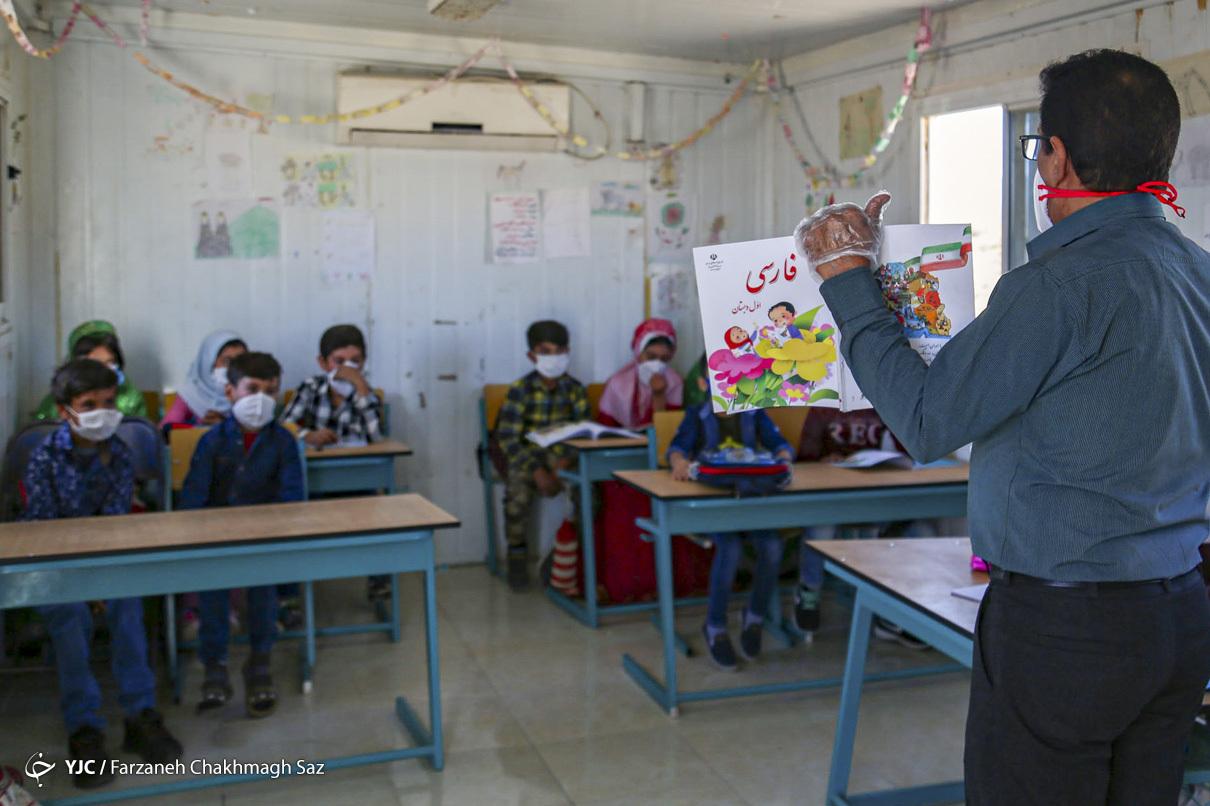 دانش آموزان در مدرسه