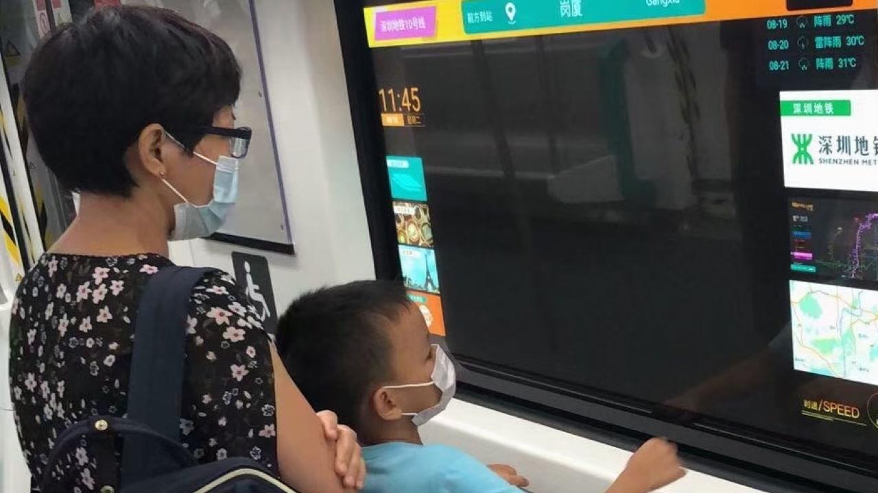 OLED شفاف جایگزین پنجرههای مترو میشوند