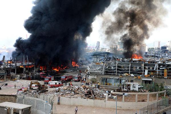 وقوع آتش سوزی گسترده در بندر بیروت + تصاویر