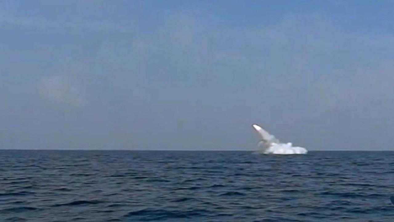 شلیک موشک زیرسطح به سطح از زیردریایی غدیر