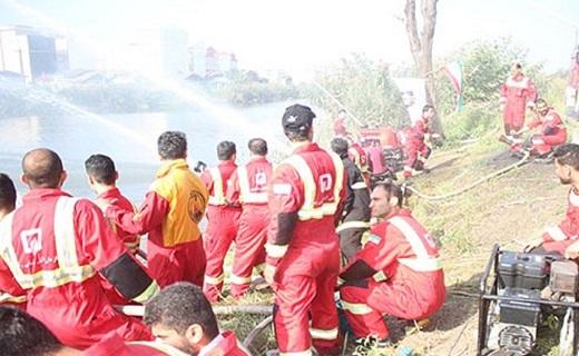 برگزاری مانور آبگیری از منابع روباز آتش نشانان در رشت + تصاویر