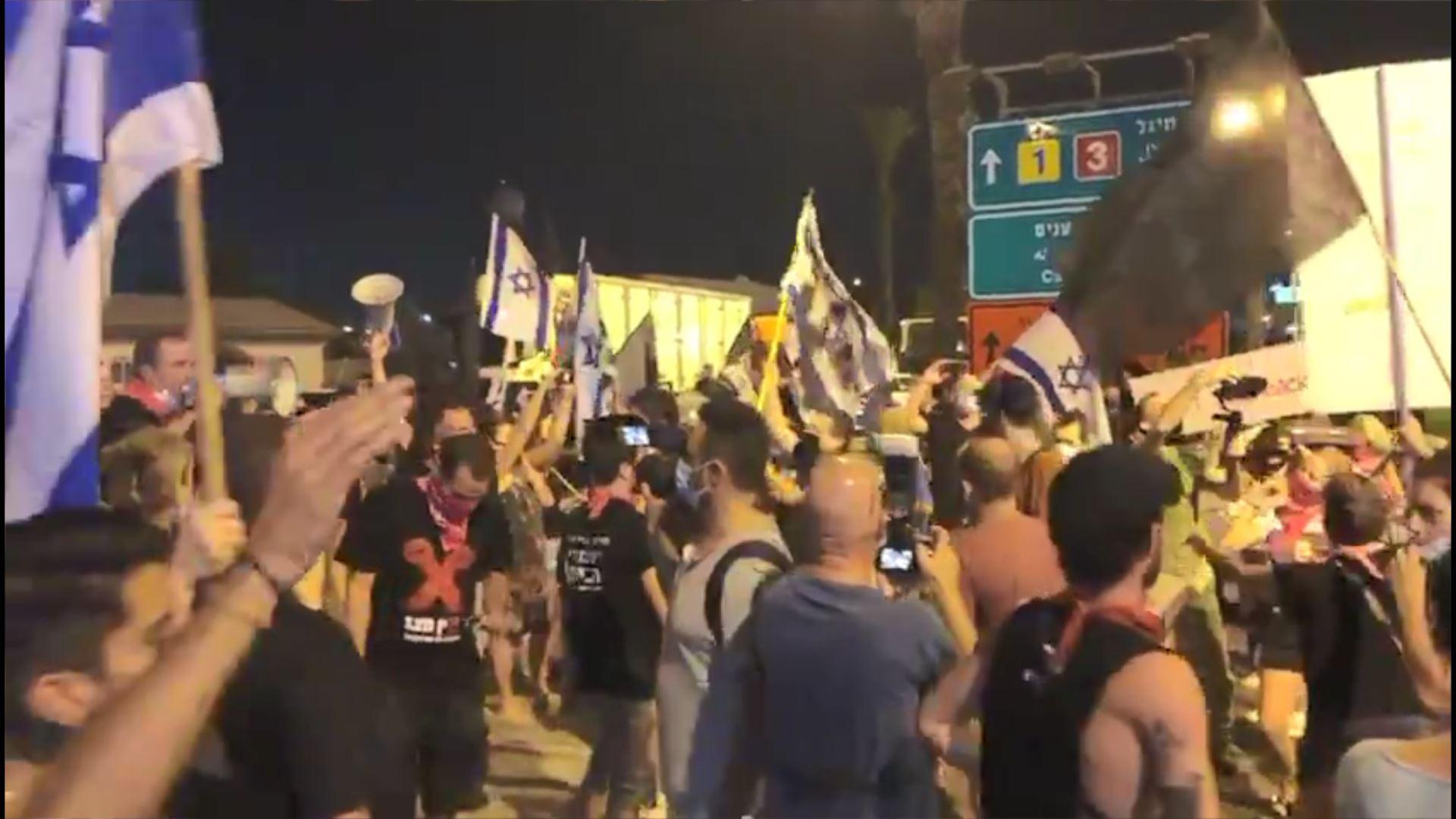معترضان صهیونیست راه نتانیاهو به فرودگاه بنگورین را مسدود کردند 03