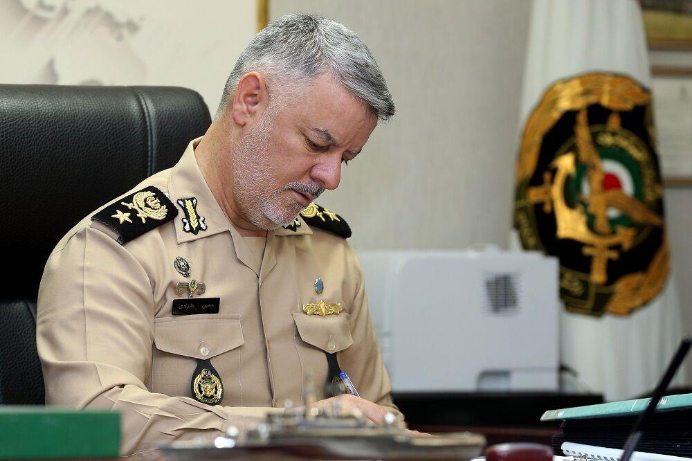 دریادار خانزادی از برگزارکنندگان رزمایش ذوالفقار ۹۹ ارتش تقدیر کرد