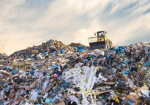 طلای کثیف بلای جان مردم و طبیعت ایوان/ لزوم احداث کارخانه بازیافت زباله