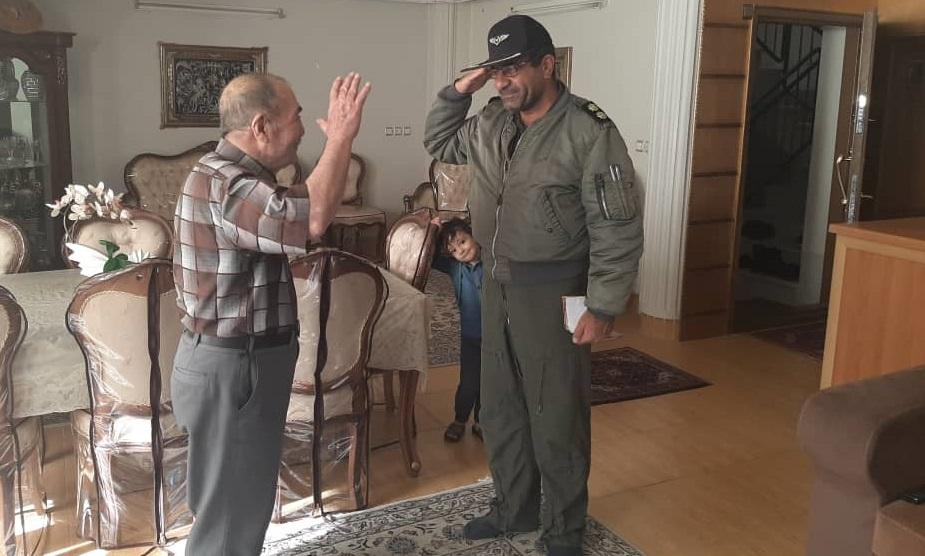 فرمانده ارتشی که بر پوتین سربازش بوسه زد