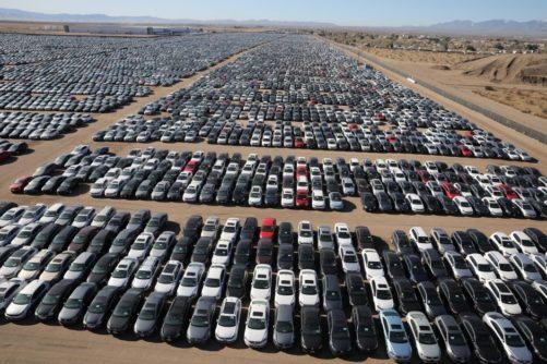 گزارش - اما و اگرهای ورود خودرو به تالار نقرهای بورس/ چرا عرضه خودرو در بورس منتفی شد؟