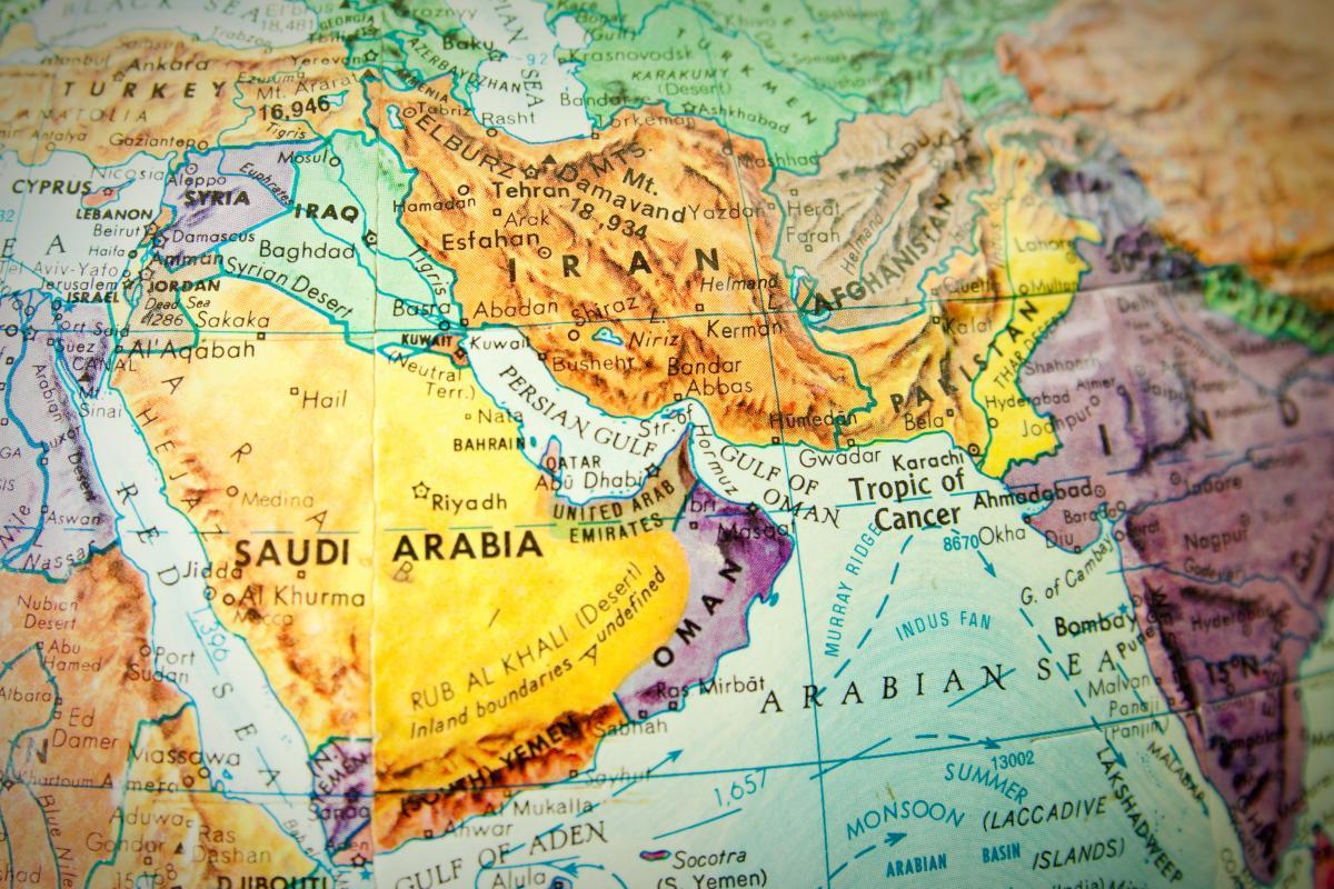 اگر ایران خاورمیانه را ترک کند ،چه سرنوشتی انتظار کشورهای عربی را میکشد؟/وقتی ترامپ برای غارت منطقه دست به دامن اسراییل میشود