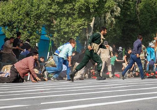 تصویری از لحضات حمله تروریستی به رژه اهواز