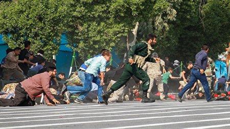 ناگفتههای پدر شهید ۴ ساله در حادثه تروریستی اهواز/ واکنش رهبر انقلاب از مشاهده پیراهن خونین «محمد» چه بود؟