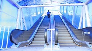 افتتاح پل هوایی مکانیزه عابرپیاده بزرگراه محلاتی در نیمه اول مهر ماه