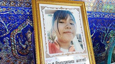 مرگ عجیب دختر ۱۶ ساله حین گوش کردن به موزیک!