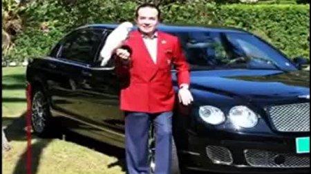 تاجر ثروتمند خودروی  لوکس خود را برای زندگی پس از مرگ دفن کرد!