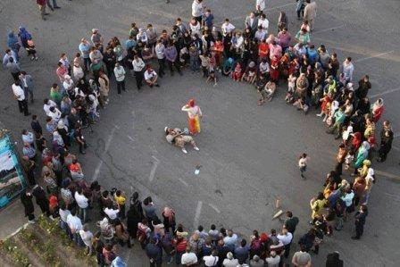 اجرای نمایش خیابانی پروانههای منتظر در همدان