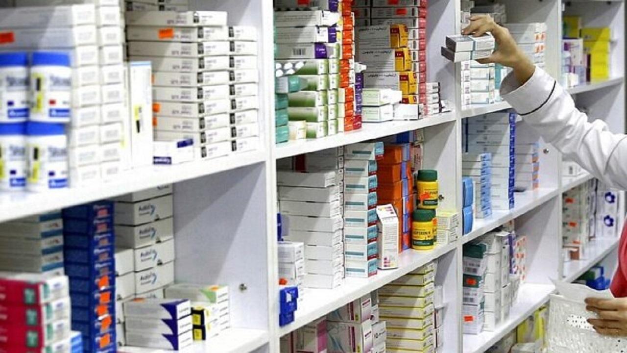 بازرسی اقلام کرونایی در داروخانه های پایلوت