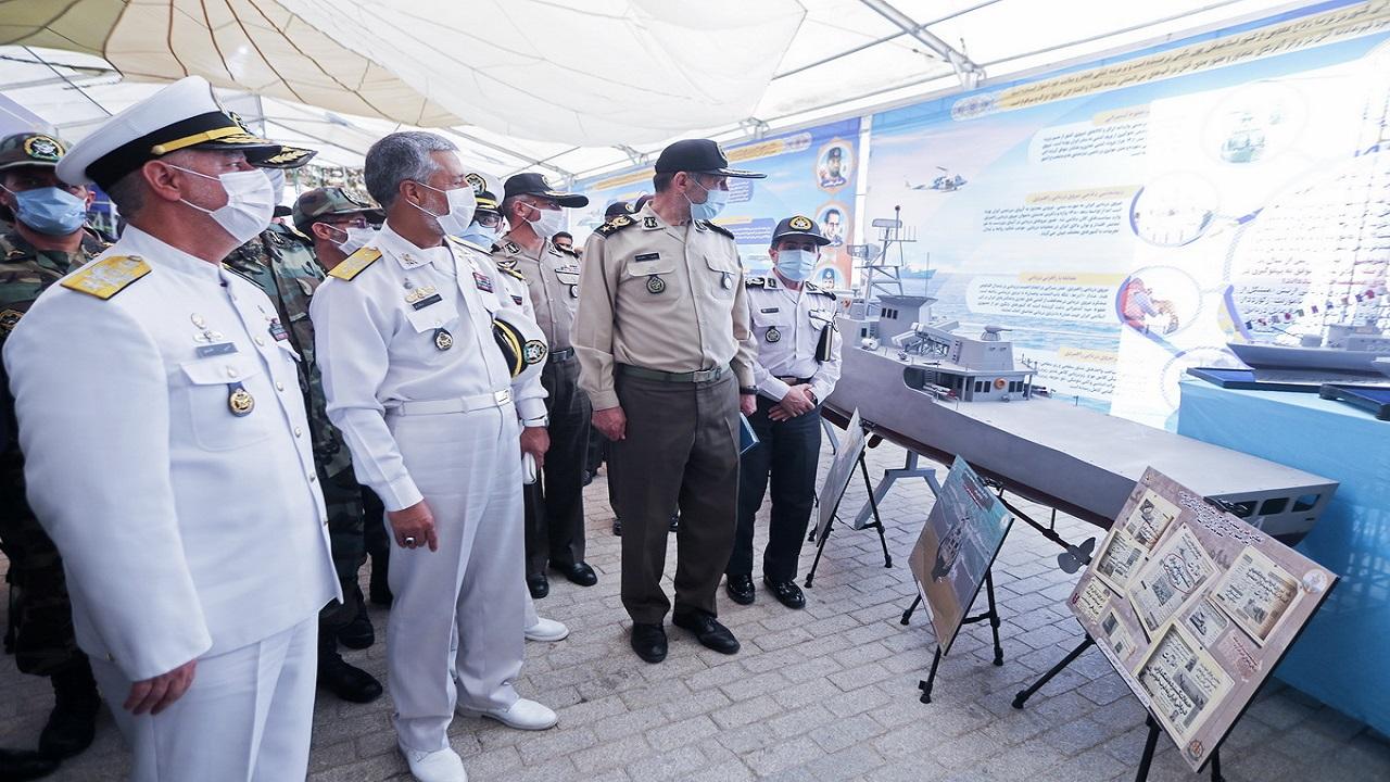 امیر سیاری از نمایشگاه دستاوردهای ملی دفاع مقدس بازدید کرد