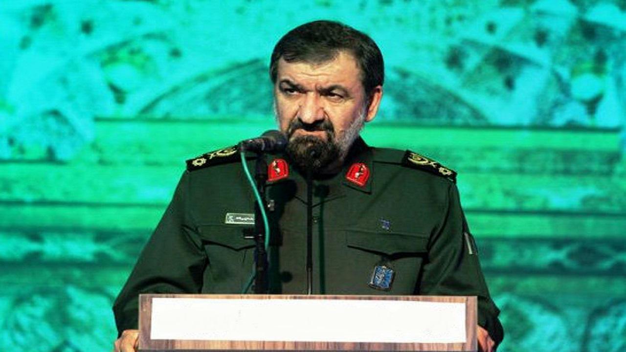 محسن رضایی: آمریکا از تصرف ناوهای هواپیمابر خود بترسد / دشمنان سریعتر از منطقه خارج شوند