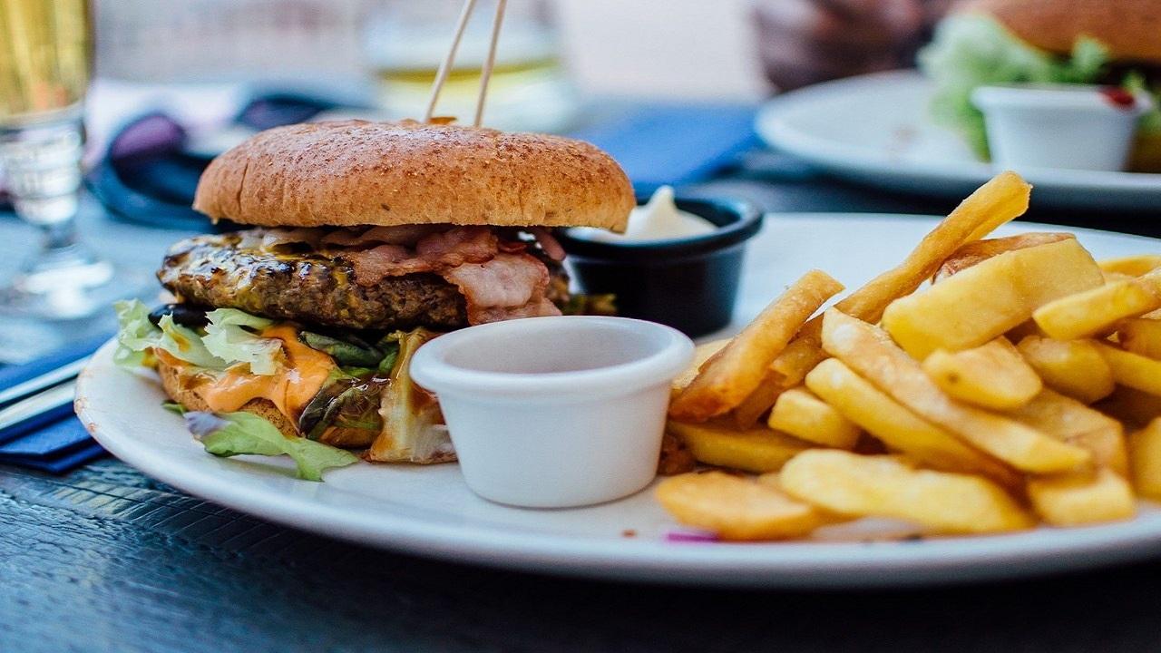 چند ماده خوراکی که باعث هضم سریعتر غذا میشود