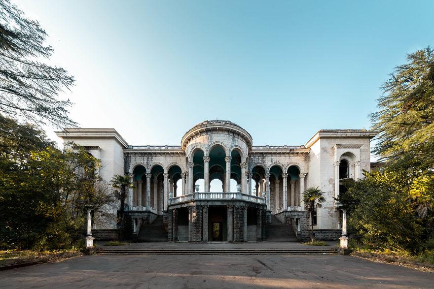 زیبایی و اسرارآمیزی بناهای متروک