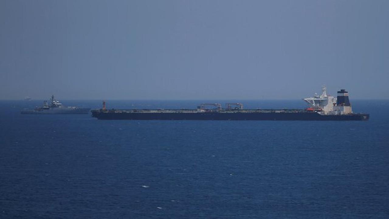 12709138 298 » مجله اینترنتی کوشا » حمله به نفتکش اماراتی در آبهای جنوب شرق یمن 1