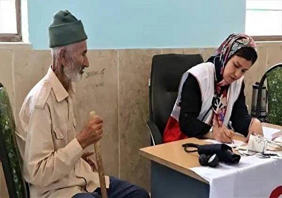 باشگاه خبرنگاران - طعم شیرین خدمت در مناطق محروم/ نذر مهربانی هلال احمری ها در شهرستان خوسف