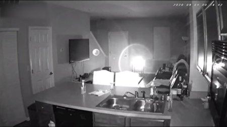 تصاویر دوربینهای مداربسته از یک خانه جن زده + ویدئو
