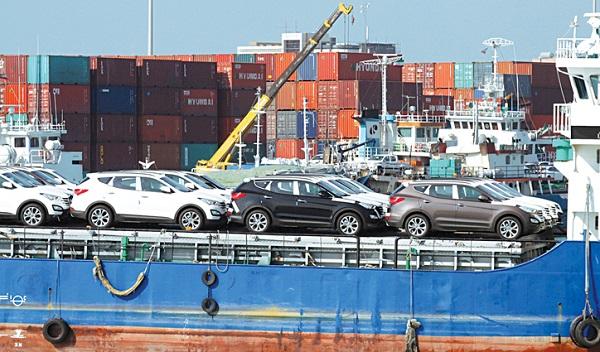 گزارش - کالا صادر کنید، خودرو وارد کنید!/ واردات خودرو دست دوم راهی برای کنترل بازار خودرو