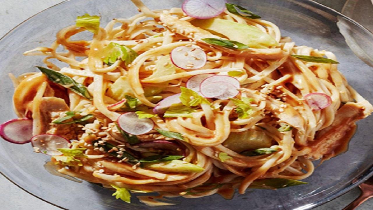 اسپاگتی با کره بادام زمینی؛ با رسپی مخصوص ریچل ری