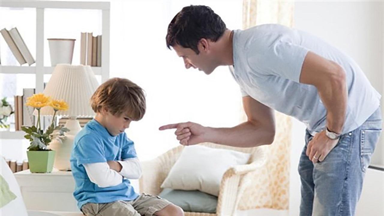 رفتارهایی از پدران که پسران را تحقیر میکند