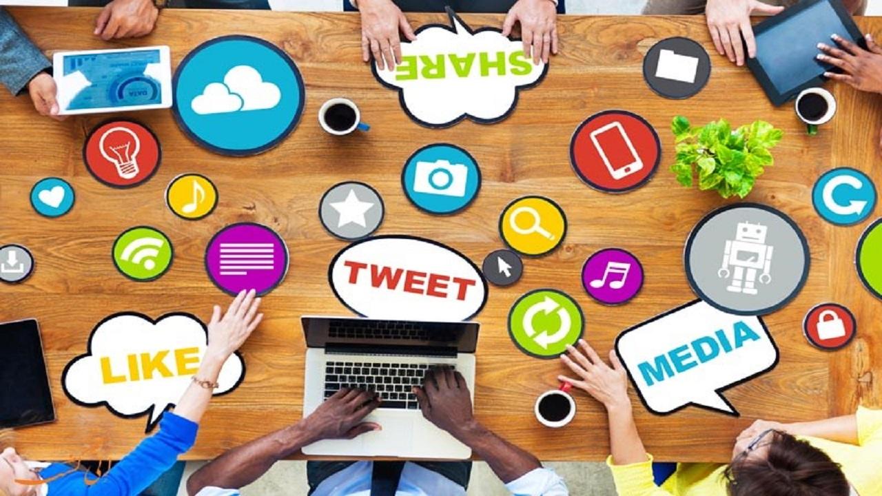 تأثیر شبکههای اجتماعی بر تعاملات اجتماعی