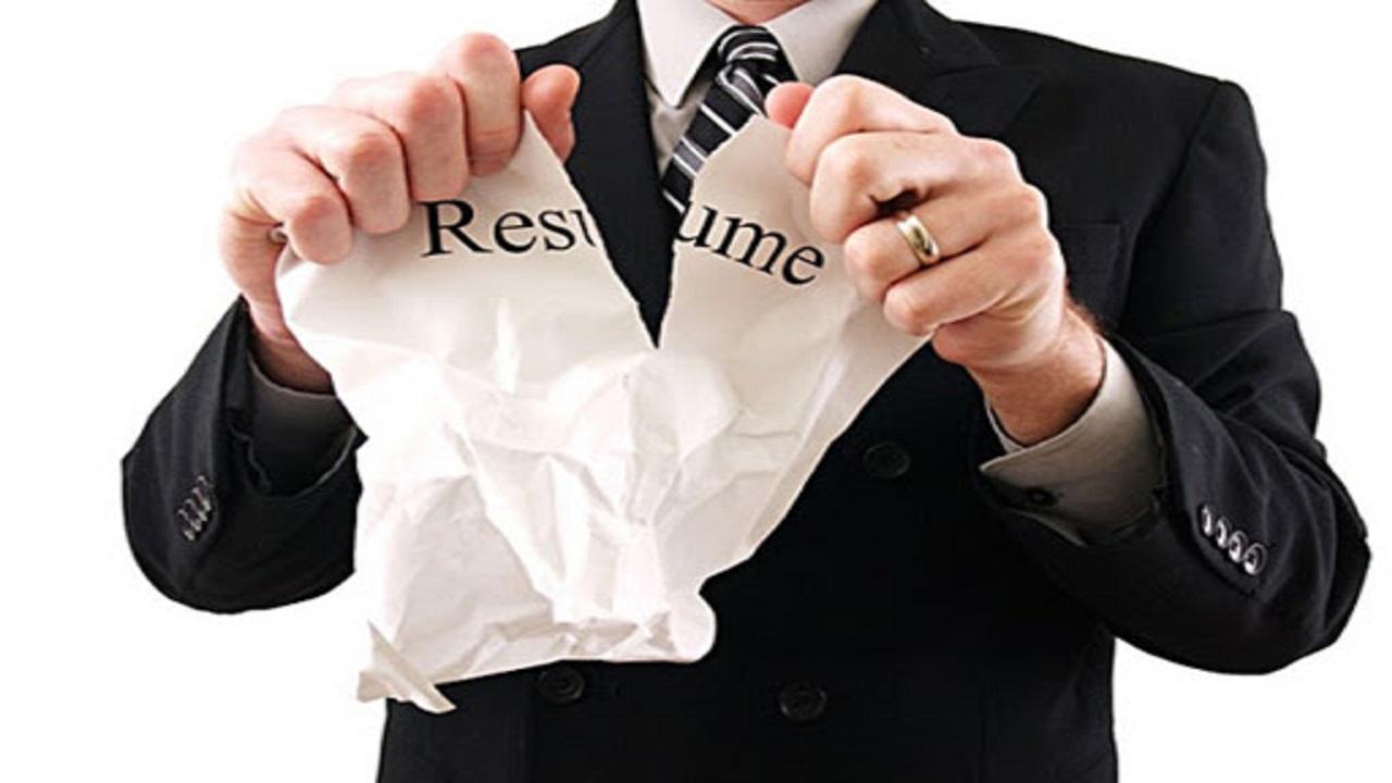 ۱۰ اشتباه رزومه که شانس استخدام شما را کم میکند