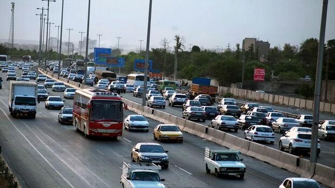 ترافیک در خروجیهای مشهد سنگین و نیمهسنگین است