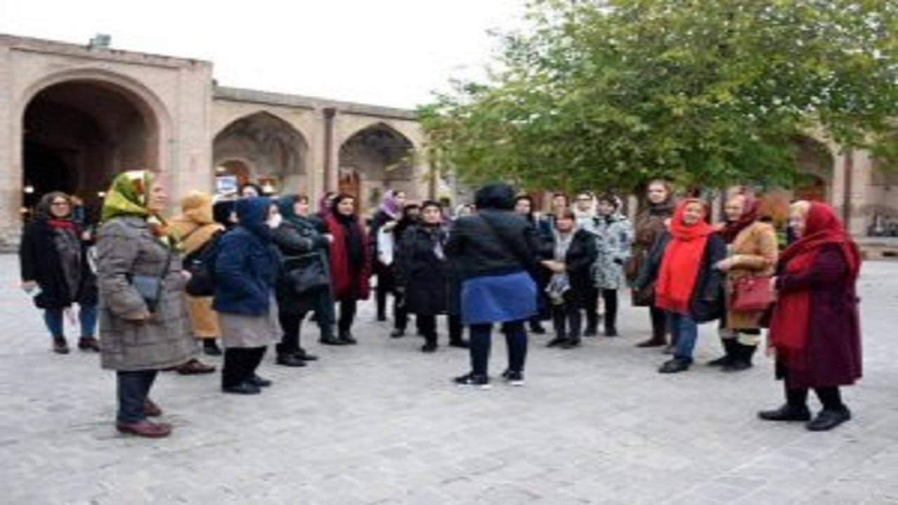 بیکاری ۴۰۰ راهنمای گردشگری در آذربایجانشرقی