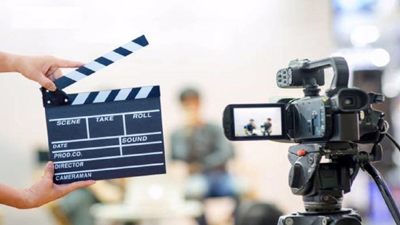 آرایش غلیظ و لاک قرمز شرط بازی در فیلمهای سینمایی/ پیشنهاد کار بیشتر با گرفتن طلاق/ مسئولان فرهنگی خواب هستند یا بیدار؟