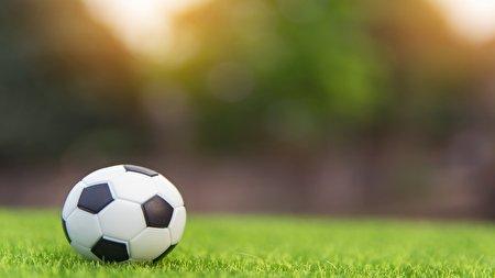 ۱۰ مسابقه فوتبال در آب و هوای غیر عادی + فیلم