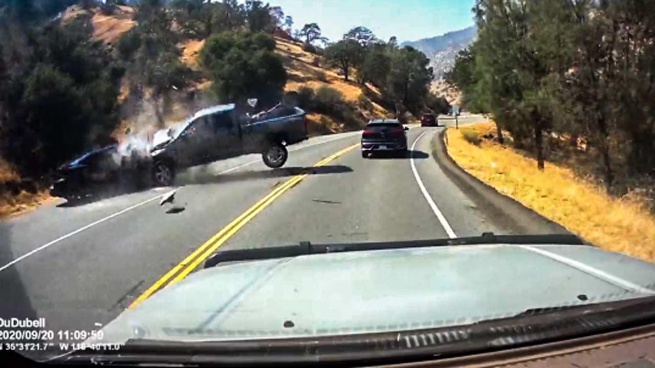 تصادف وحشتناک خودروی سواری