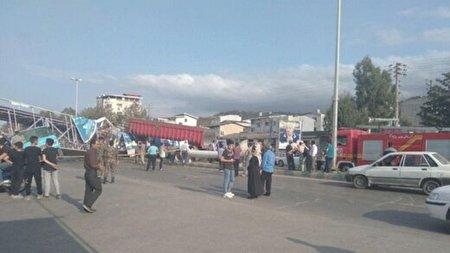 سقوط وحشتناک پل عابر پیاده  در ایستگاه گرگان بهشهر