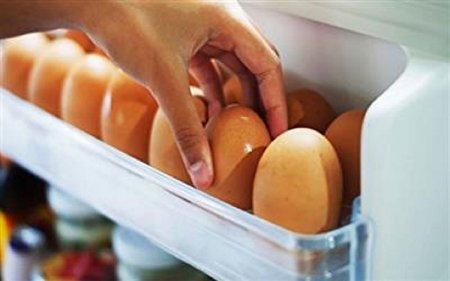نگهداری تخم مرغها داخل درِ یخچال، اشتباهی خطرناک