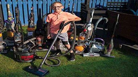 مهارت کودک ۸ ساله در تعمیر جاروبرقی کار و کاسبیاش را سکه کرد!
