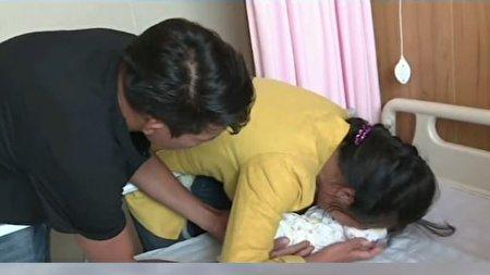 لحظه تماشایی رسیدن مادر به نوزادی که ربوده شده بود + فیلم