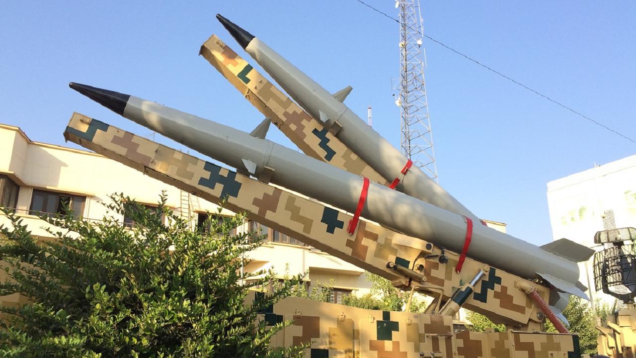رونمایی از لانچر دو فروندی موشک رعد 500 در نمایشگاه هفته دفاع مقدس