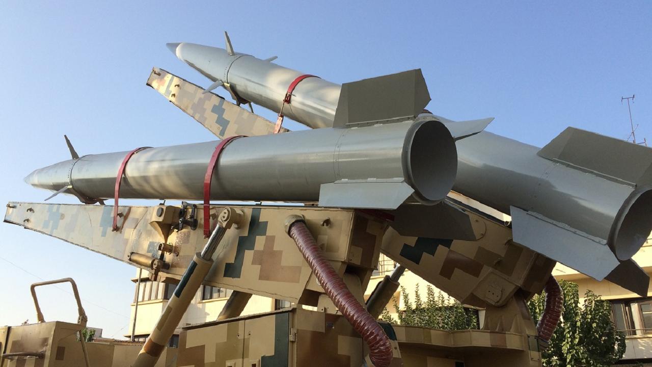رونمایی از لانچر دو فروندی موشک رعد ۵۰۰ در نمایشگاه هفته دفاع مقدس